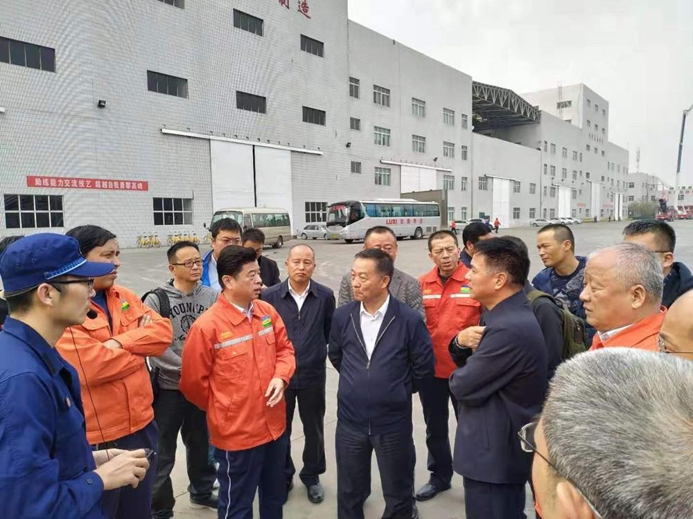 会代表们参观鲁西化工新材料产业园(2).jpg