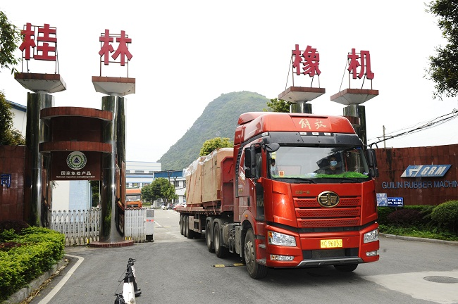 桂林橡机复工后最大海外订单发货